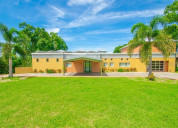 An attactive house in florida is for sale