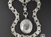 Stunning jewelry to enhance beauty of the wearer